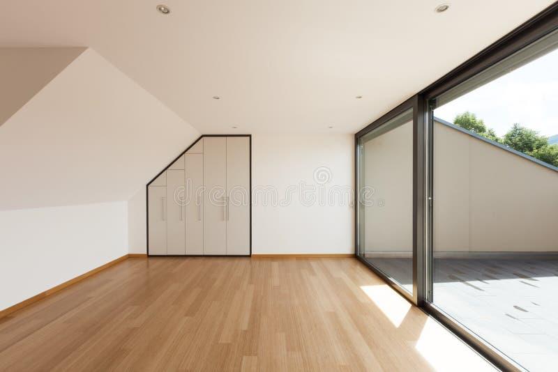 Hus brett rum med fönstret royaltyfria foton