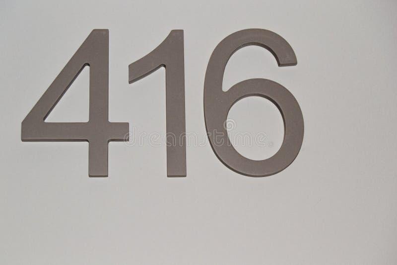 Hus- eller hotellrumnummer på klara grå färger ytbehandlar, för grafiskt begrepp arkivbilder