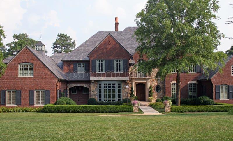hus för 2 tegelsten arkivfoto