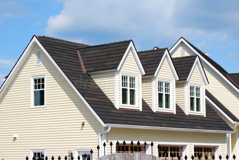 hus för 3 dormers royaltyfri foto