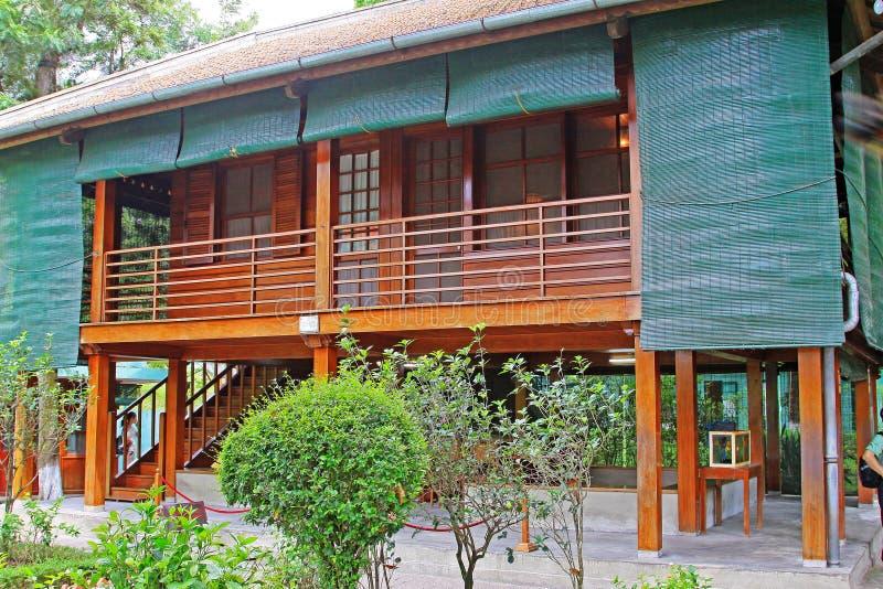 Hus för Ho Chi Minhâ €™sstylta, Hanoi Vietnam royaltyfri foto