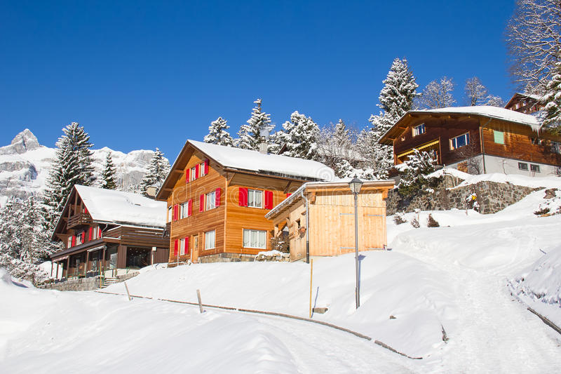 Hus för vinterferie fotografering för bildbyråer