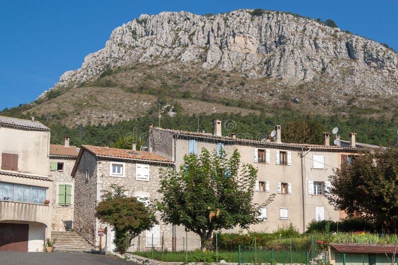 Hus från den franska byn av Caille från den Provence regionen arkivbild