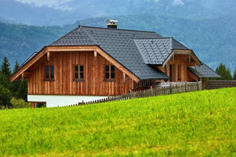 Hus i Alps royaltyfri foto
