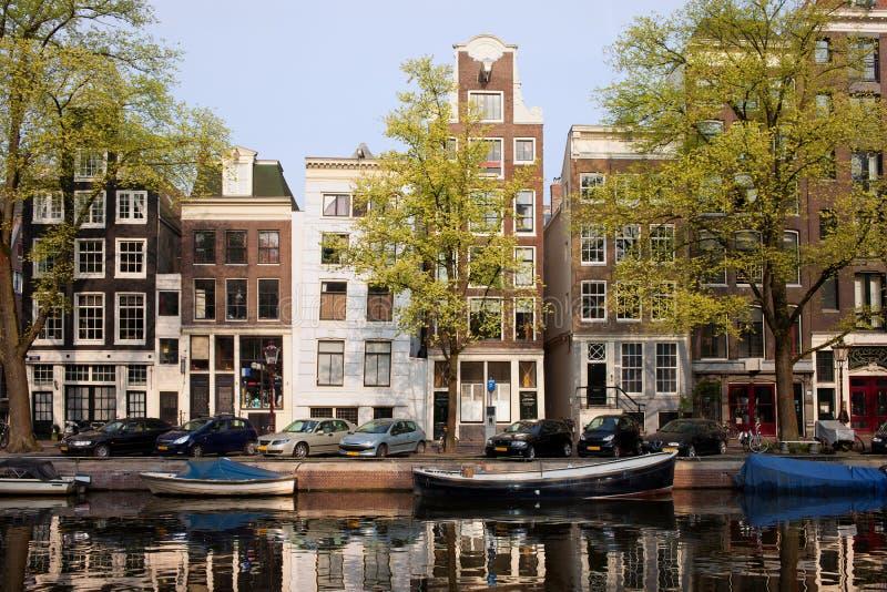 Hus i Amsterdam royaltyfria bilder