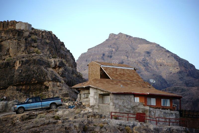 Hus i bergen royaltyfria foton