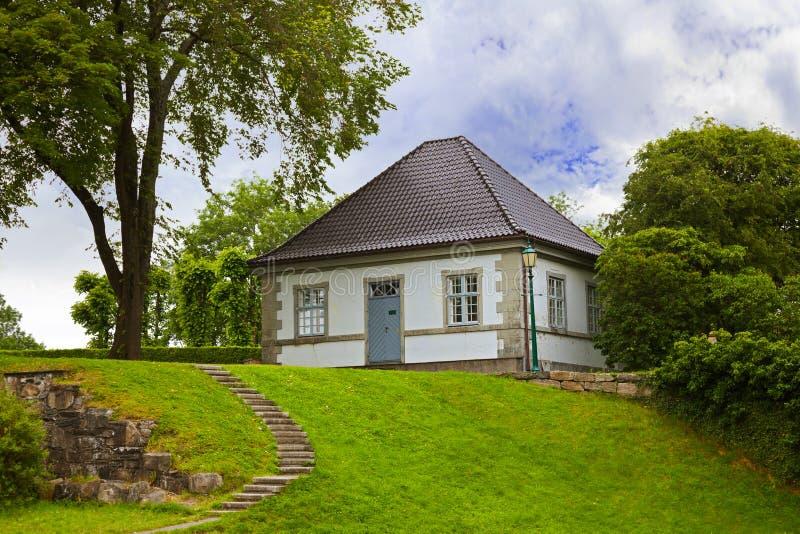 Hus i den gamla fästningen - Bergen Norway fotografering för bildbyråer