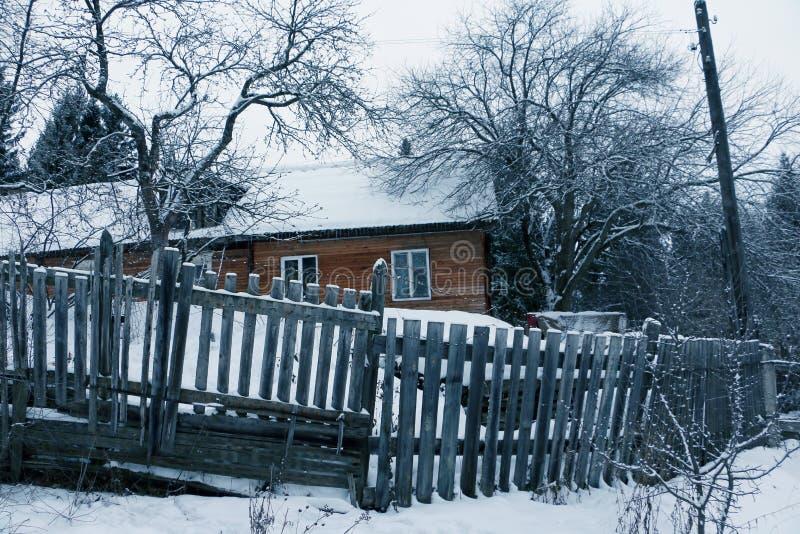 Hus i en by royaltyfri foto