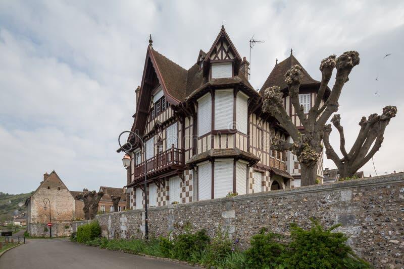 Hus i Les Andelys, Normandie, Frankrike arkivfoto