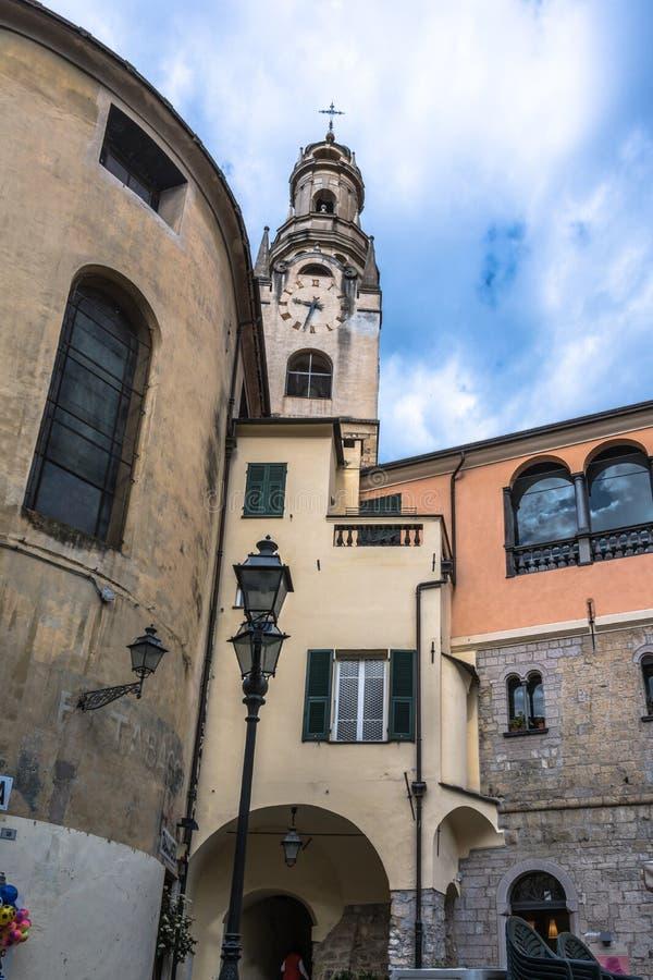 Hus i Sanremo, Italien arkivbilder