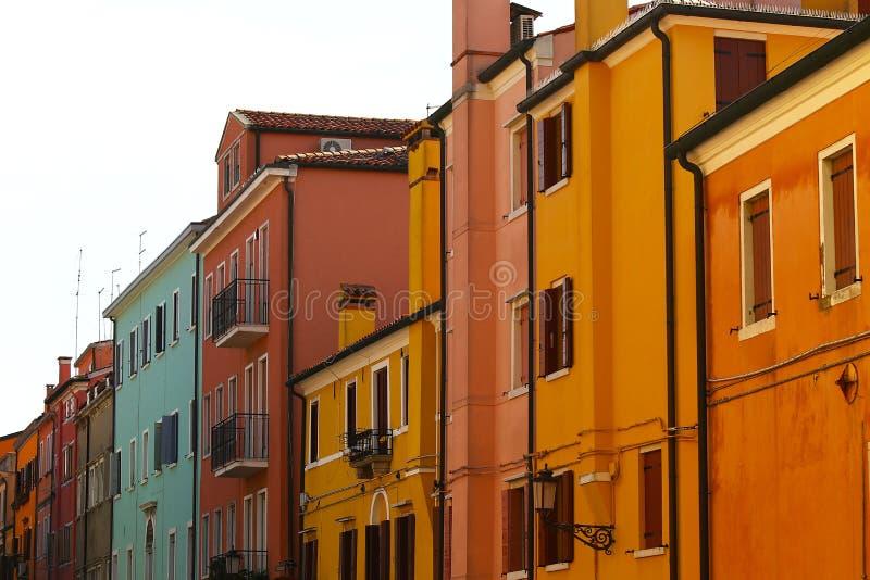 Hus i varma färger royaltyfria bilder