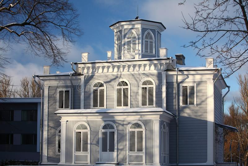 Hus i vinter royaltyfri fotografi