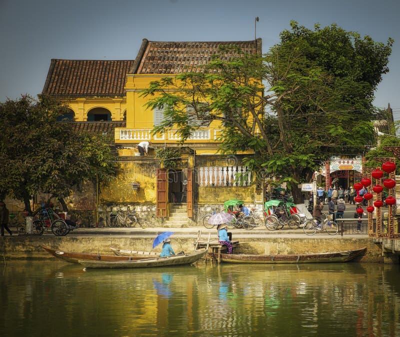 Hus och fartyg, Hoi An, Vietnam arkivfoton