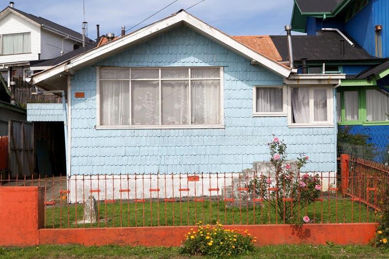 Hus på Ancud, Chiloe ö, Chile royaltyfri foto