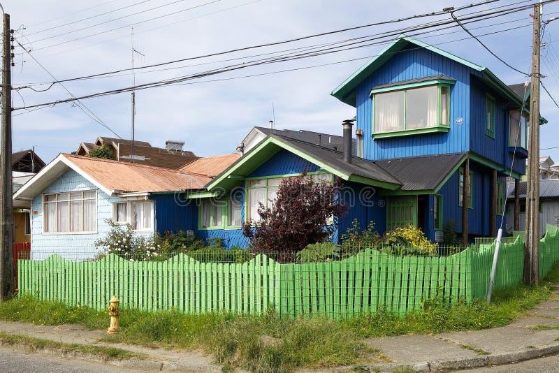 Hus på Ancud, Chiloe ö, Chile royaltyfri bild