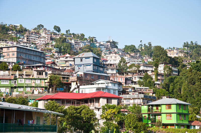 Hus på berg i Kalimpong fotografering för bildbyråer