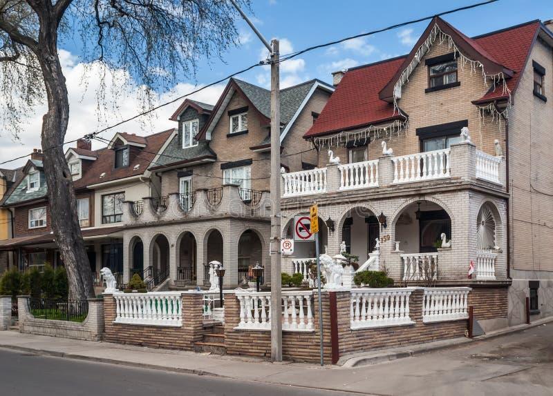 Hus på den västra högskolagatan, Toronto royaltyfria bilder