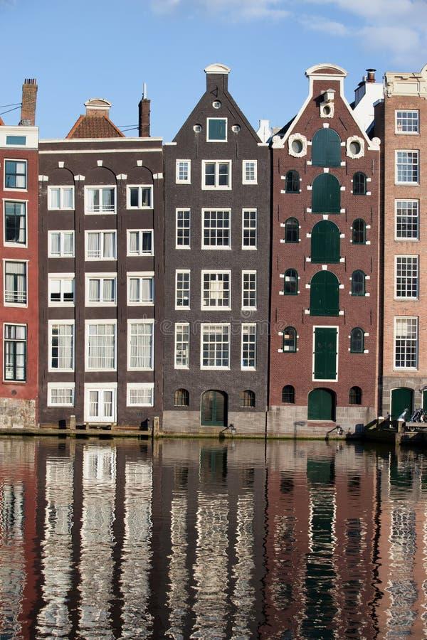 Hus på kanalen i Amsterdam Netherland arkivbild
