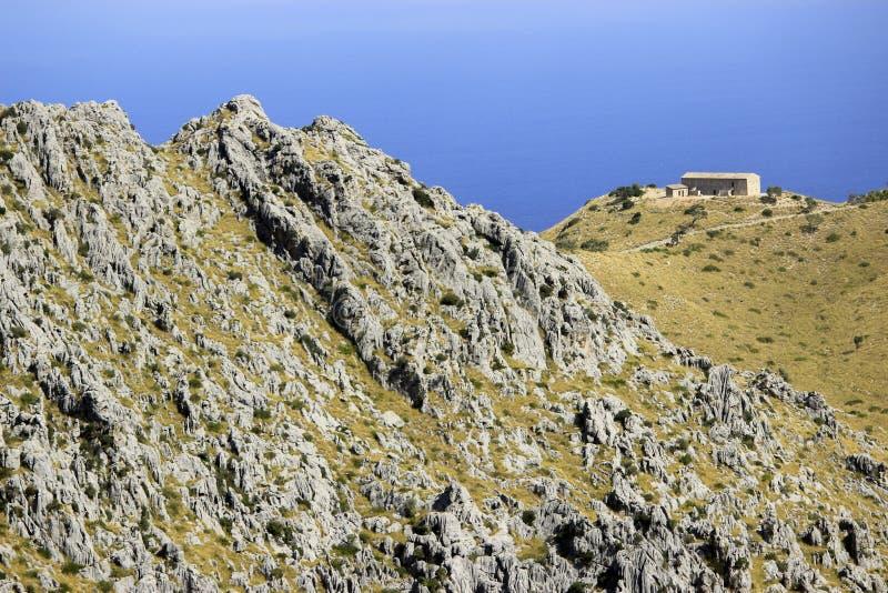 Hus på Serra de Tramuntana på Mallorca, Spanien arkivbild