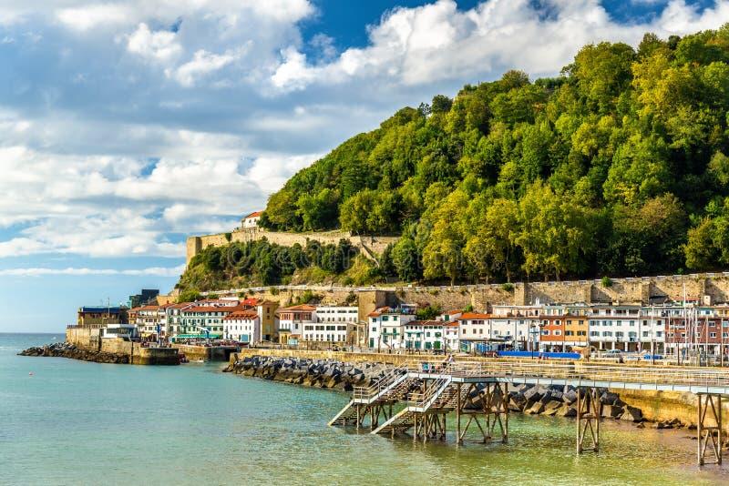 Hus på sjösidan av San Sebastian - Spanien royaltyfria bilder