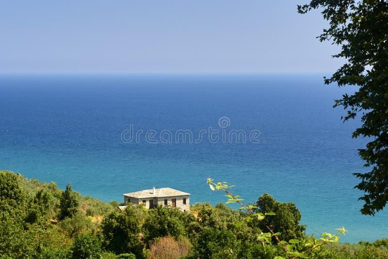 Hus på stranden arkivbild