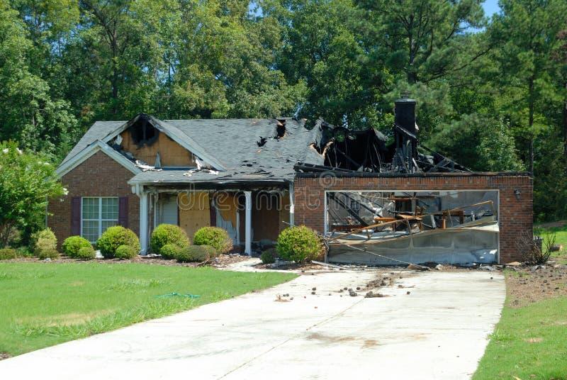 Hus skadlig av brand arkivbild