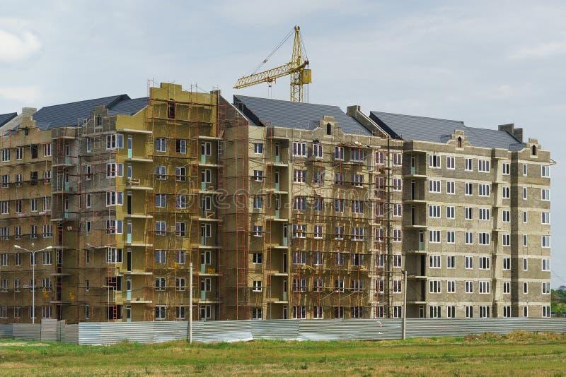 Hus under konstruktion i den bostads- komplexa Europa staden på gatan som är bysantinsk i den nya grannskapen arkivfoton