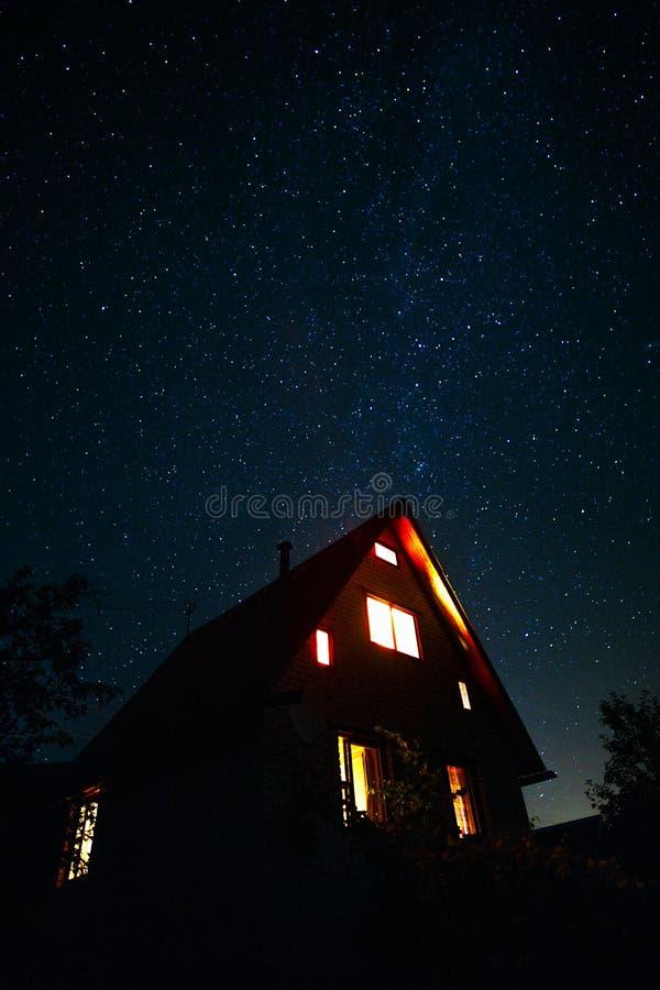 Hus under stjärnorna arkivfoton