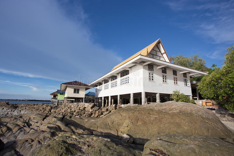 Hus vid stranden arkivfoto