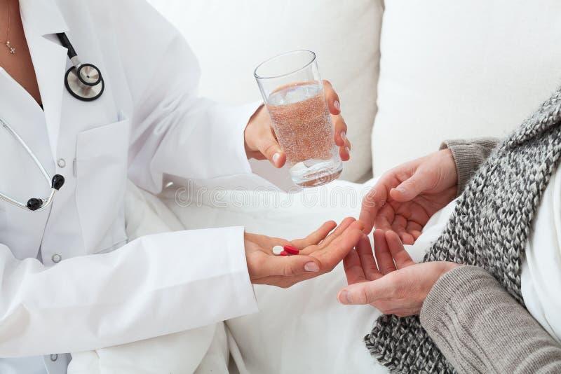 Husappell, doktor och en patient arkivfoto
