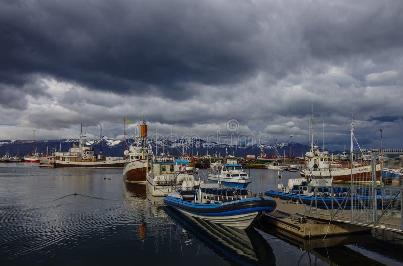 HUSAVIK, ISLANDE - 25 août 2014 : Husavik est une ville sur ni images libres de droits