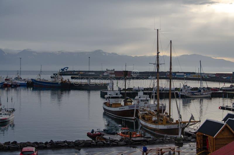 Husavik - zeehaven, IJsland Augustus 2018 stock afbeelding