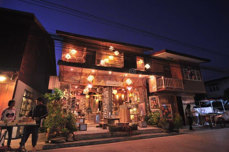 Husband& frusemesterort Chaingkan Thailand arkivfoto