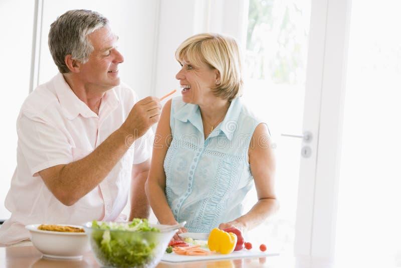 husband meal mealtime preparing together wife arkivbilder