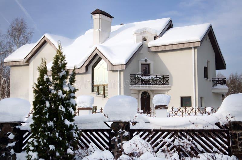 huse i vinter arkivfoto