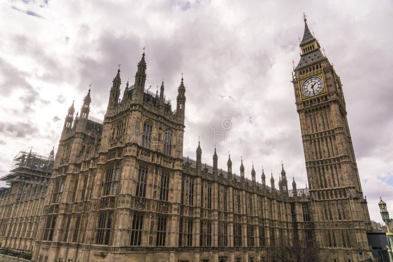 Husen av parlamentet Westminster med Big Ben och drottningen Elizabeth Tower arkivbild