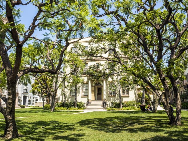 Huset för Paramount studiobilder, Schulberg och framdelen arbeta i trädgården, Hollywood turnerar på 14th Augusti, 2017 - Los Ang royaltyfria foton