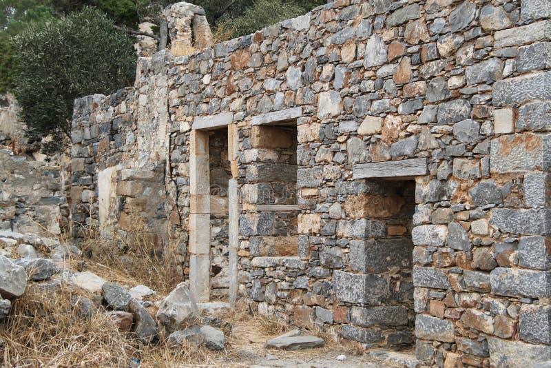 Huset fördärvar, fästningen för den Spinalonga spetälskkolonin, Elounda, Kreta royaltyfri fotografi