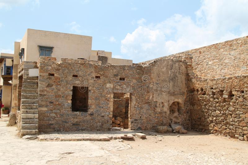 Huset fördärvar, fästningen för den Spinalonga spetälskkolonin, Elounda, Kreta arkivbilder