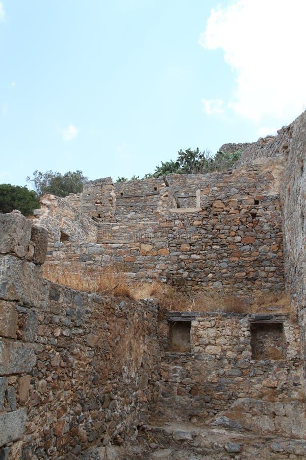 Huset fördärvar, fästningen för den Spinalonga spetälskkolonin, Elounda, Kreta arkivfoto