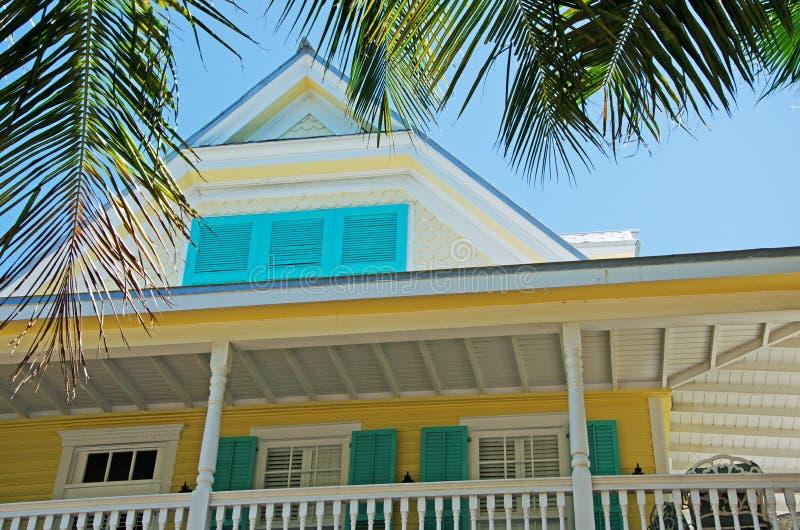 Huset hemmet, Key West arkitektur, farstubron, verandan, fönster, gömma i handflatan, tangenter arkivbild