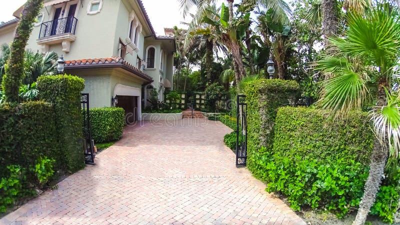Huset på mitten på Palm Beach, Florida, Förenta staterna royaltyfri bild
