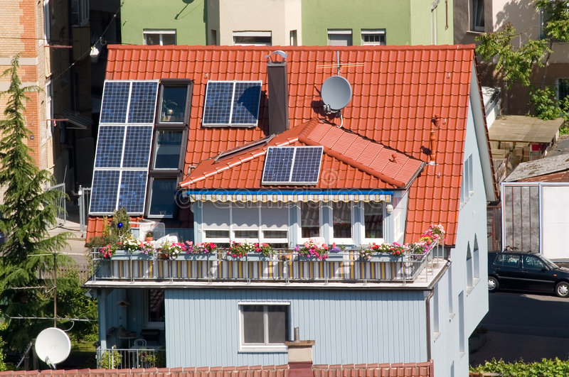 huset panels sol- arkivfoton
