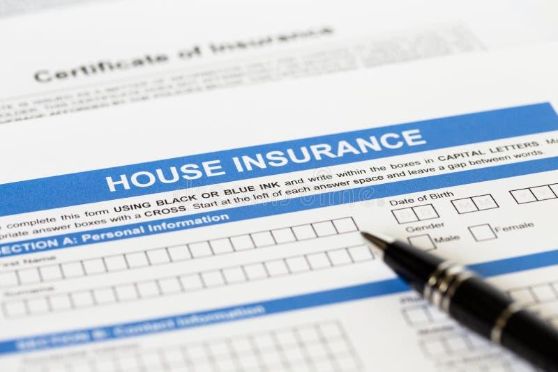 Husförsäkringapplikation med pennan arkivfoto