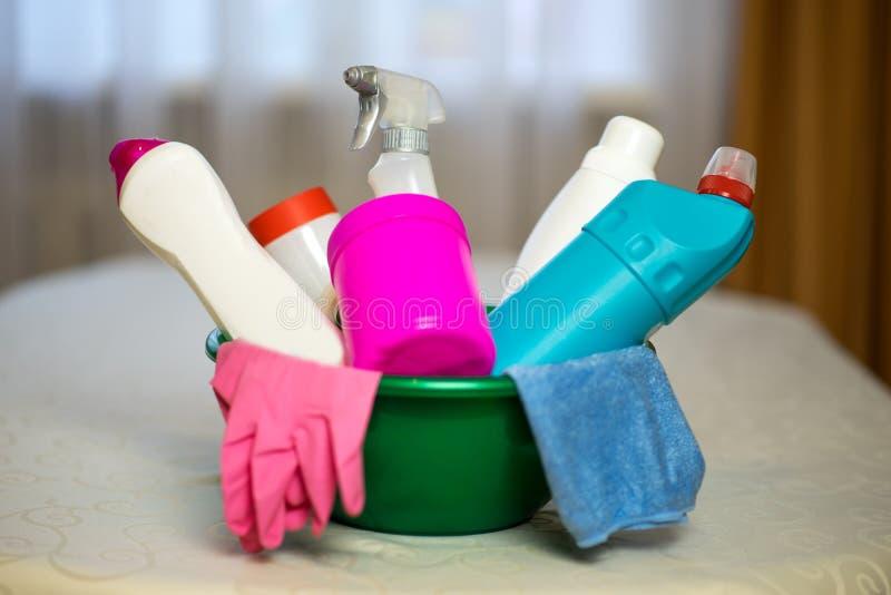 Hushållkemikalieer Hjälpmedlet för att göra ren huset royaltyfria foton
