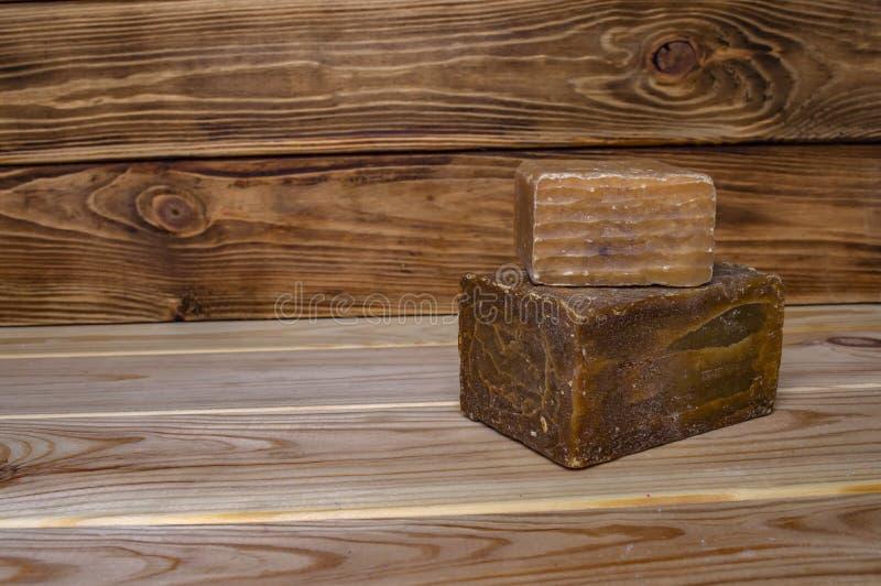 Hushålltvåltvagning på träbrädenärbild royaltyfri foto