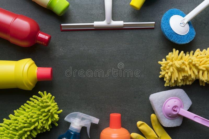 Huslokalvårdprodukt på svart bakgrund royaltyfria bilder