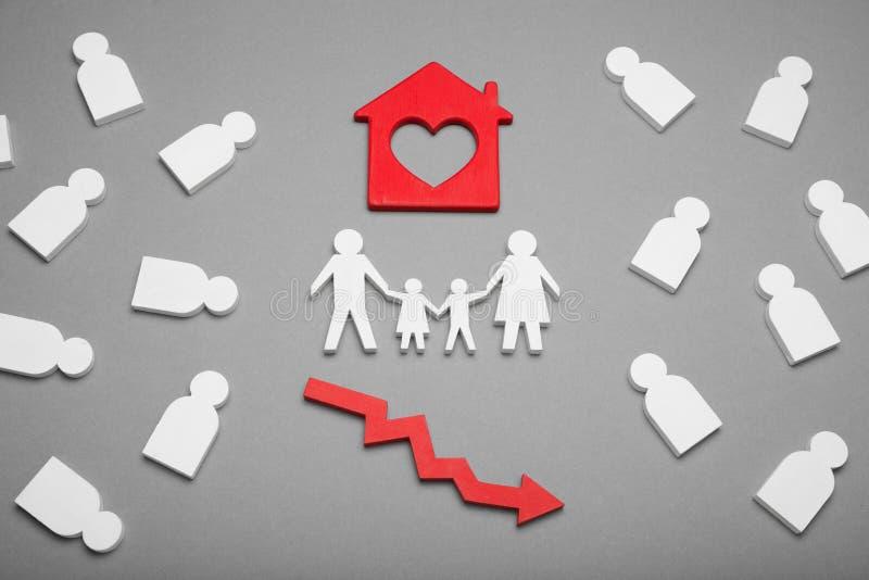 Husmarknadshastighet ner, gods f?r verklig egenskap Avskrivning nedg?ngv?rde royaltyfri fotografi