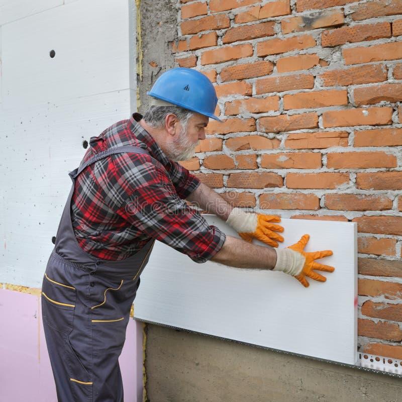 Husrenovering, polystyrenväggisolering, förlägga för platta royaltyfri fotografi