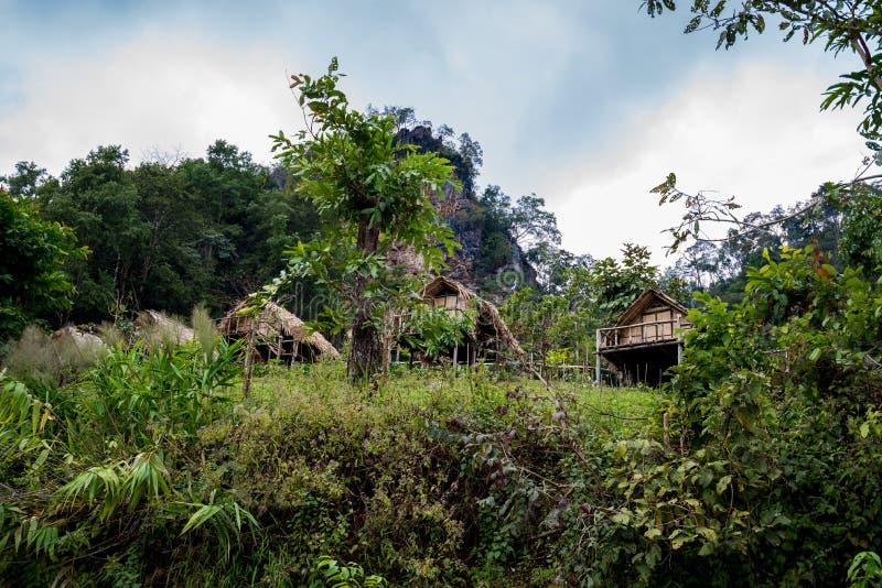Hut in de Heuvel van Nationaal Park voor rust met bos royalty-vrije stock afbeeldingen